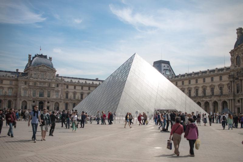 Louvre MusLouvre Museum Glass Pyramideum